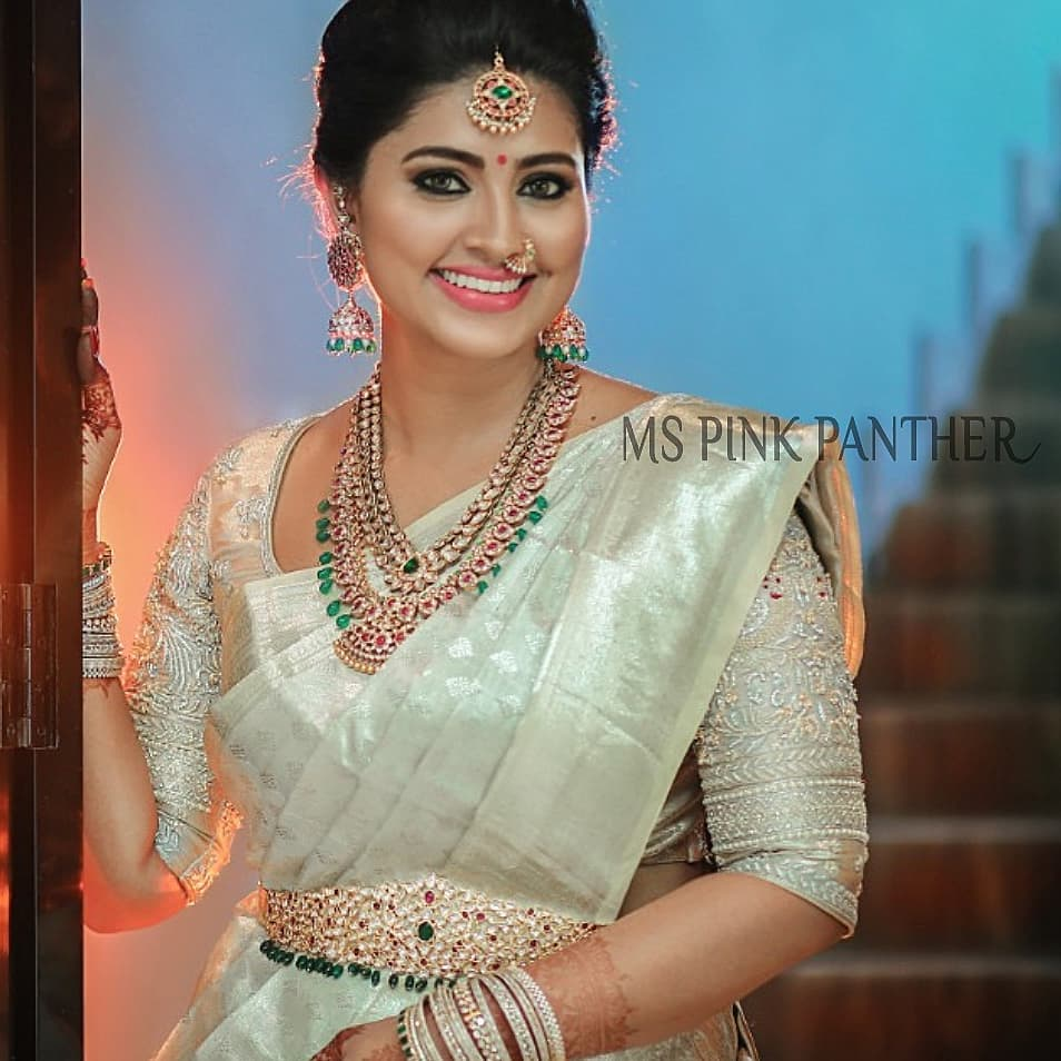 Sneha Wedding Hairstyle: Sneha Looks Ethereal In These Jewelleries! • South India