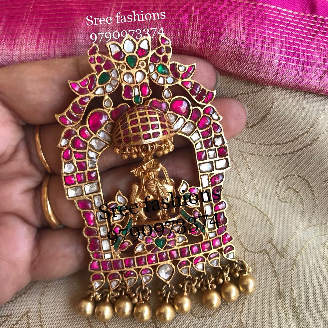 gold-plated-jewellery-designs-for-sarees (11)