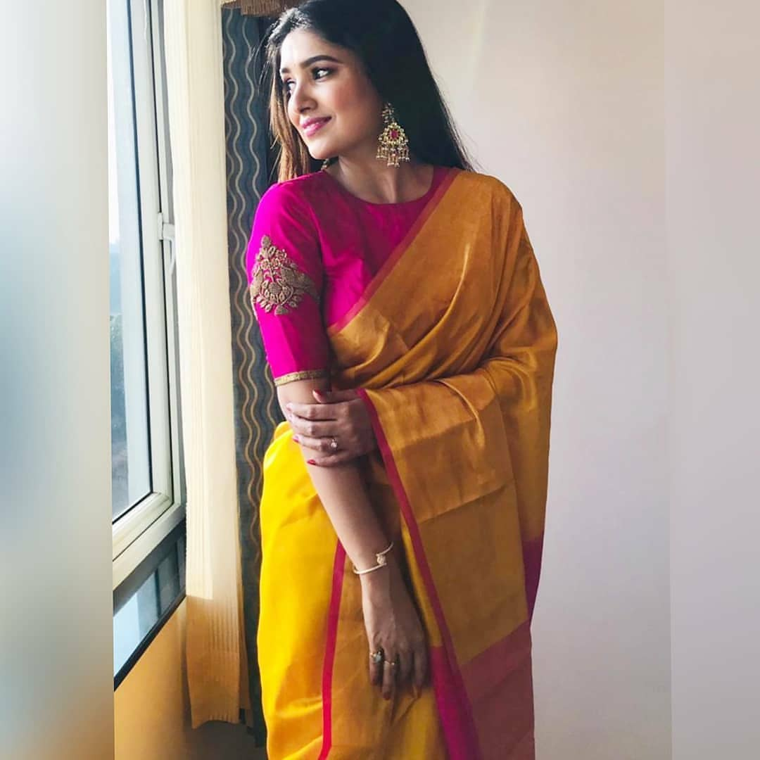 how-to-style-saree-with-right-jewellery (7)
