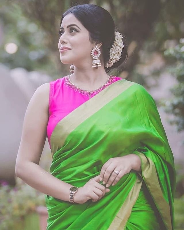 how-to-style-saree-with-right-jewellery (9)