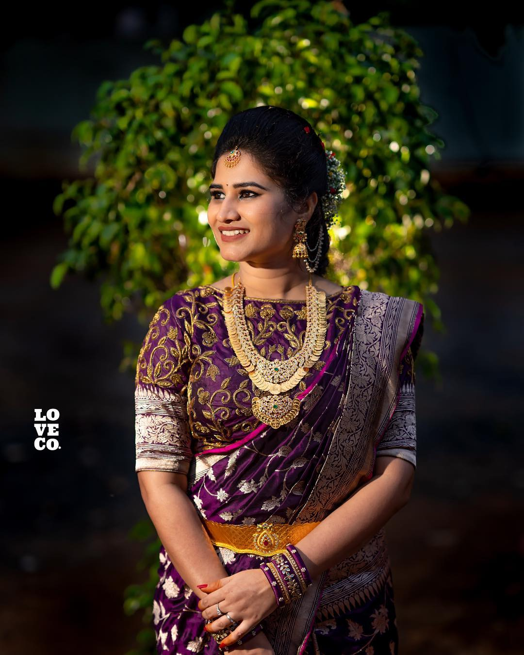 saree-with-bold-antique-gold-jewellery (4)