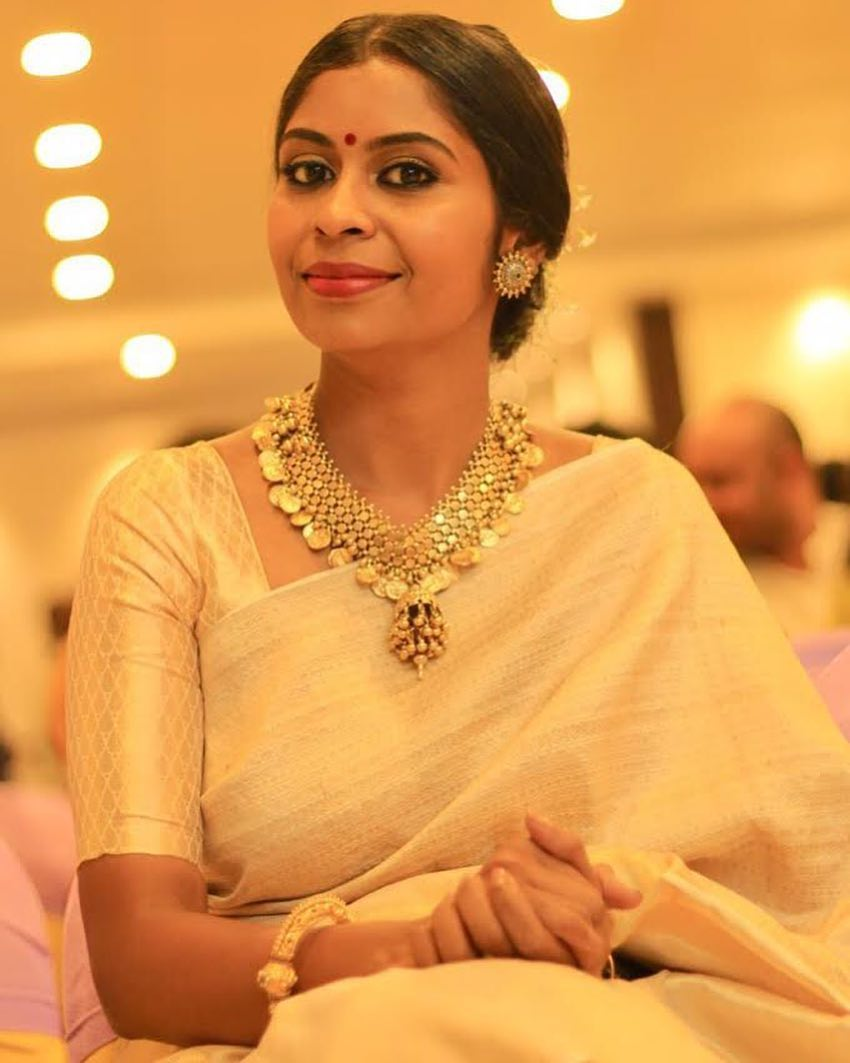saree-with-bold-antique-gold-jewellery (6)