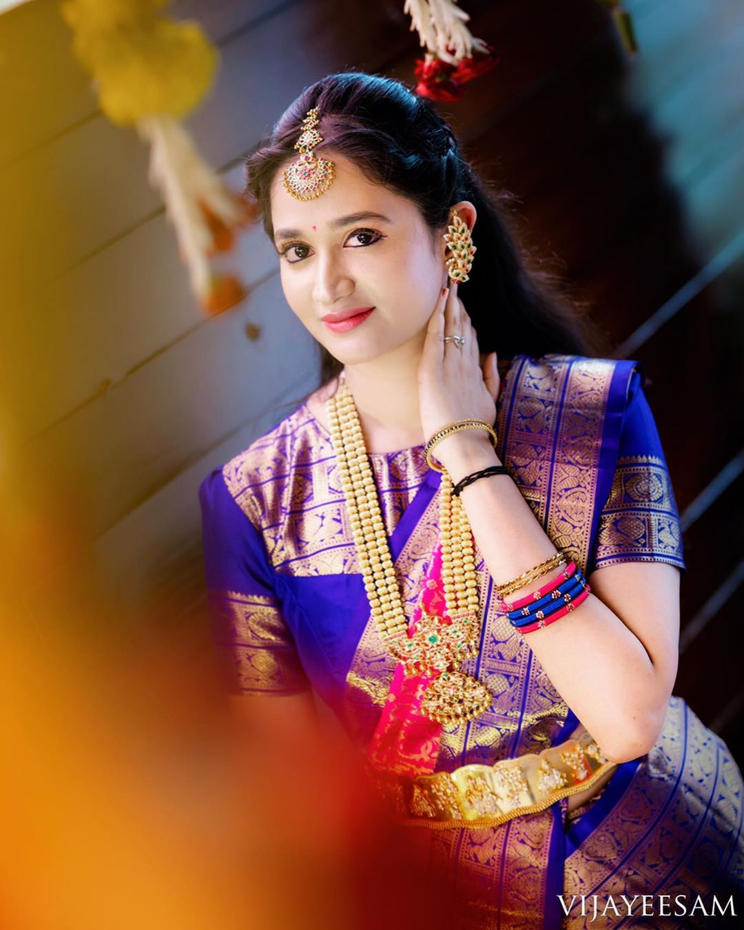 saree-with-bold-antique-gold-jewellery (7)