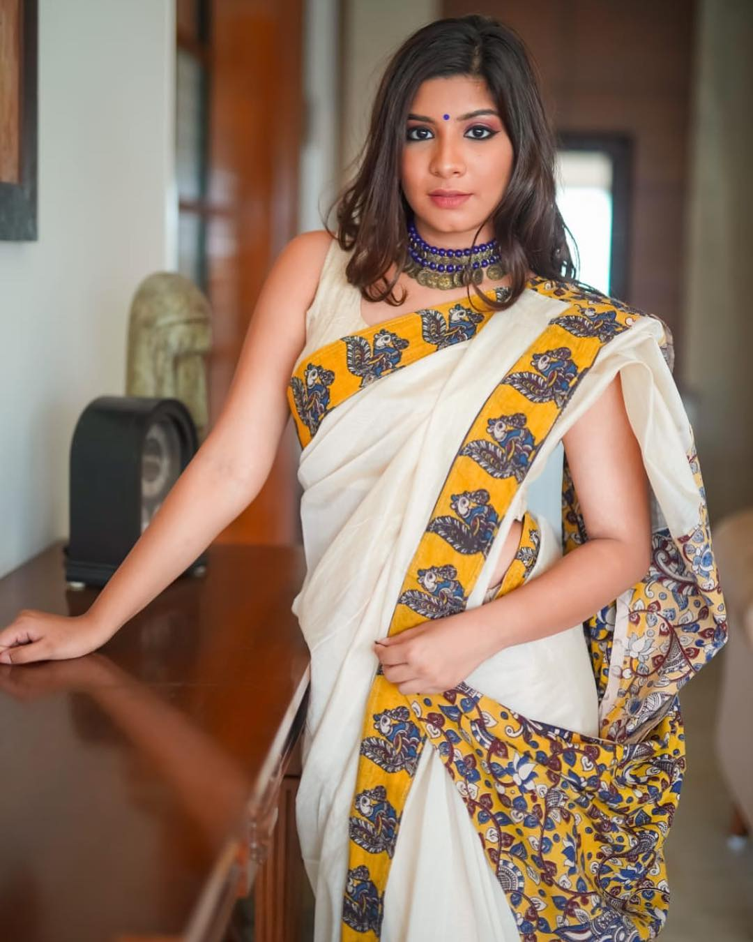 how-to-wear-silver-jewelleries-with-sarees (14)