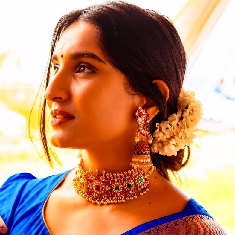choker-necklace-with-sarees (1)