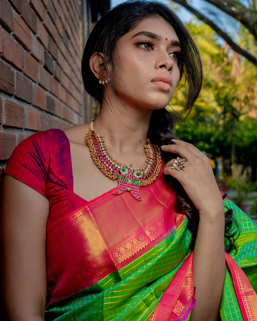 choker-necklace-with-sarees (11)