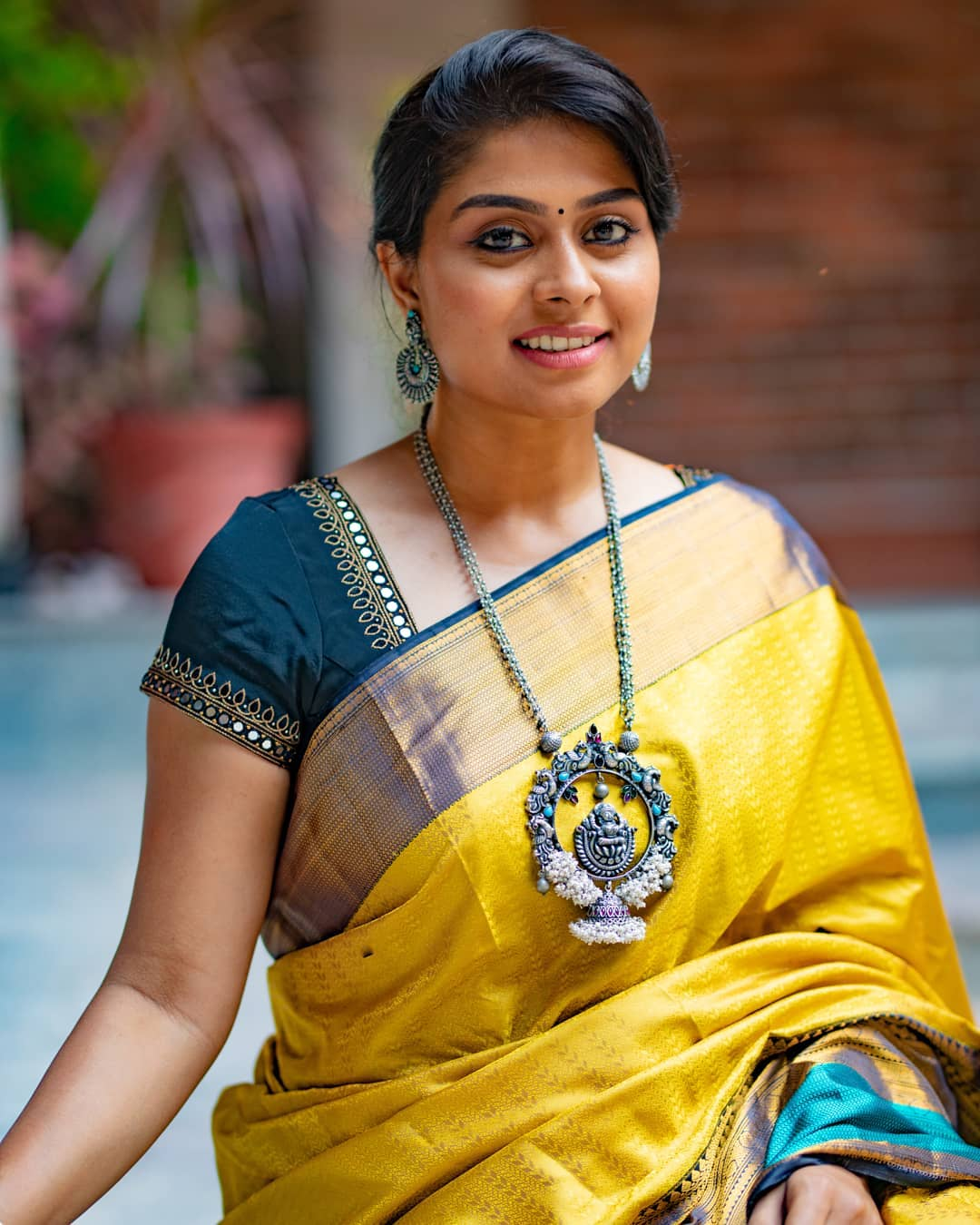 choker-necklace-with-sarees (12)