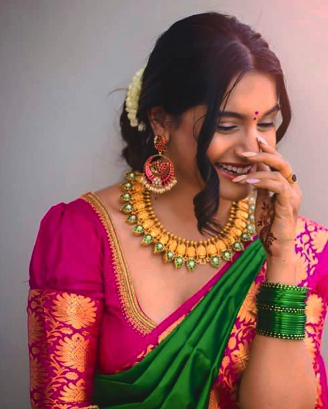 choker-necklace-with-sarees (2)
