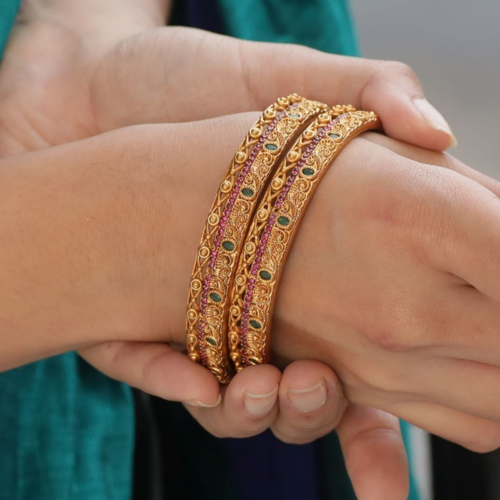Traditional-South-Indian-Bangle-Designs(16)