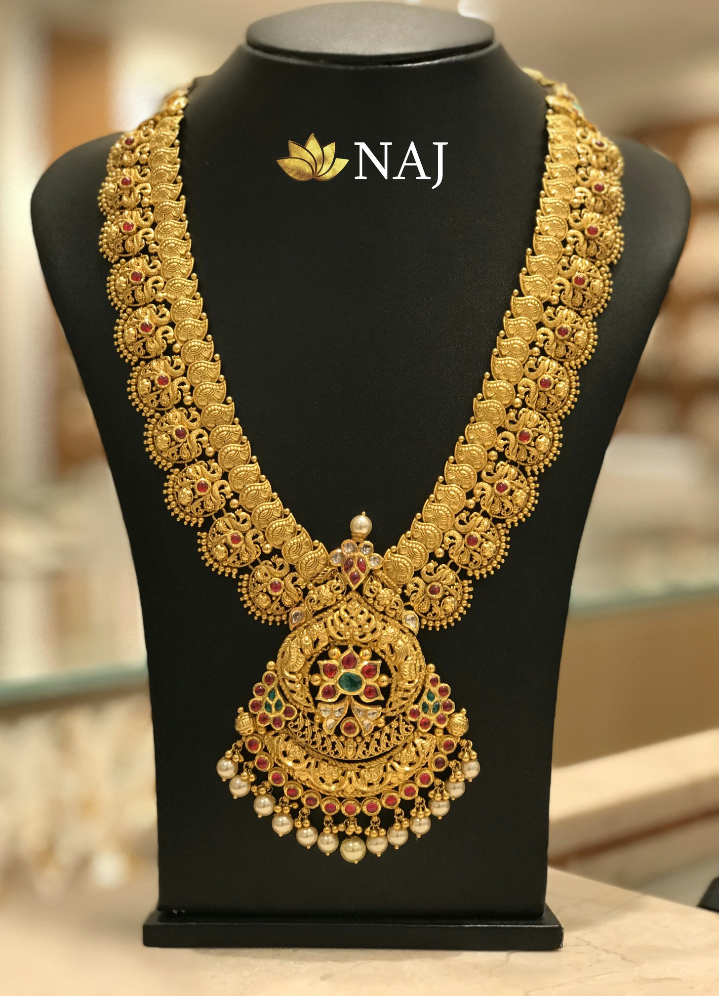 traditional-gold-necklace-designs-1