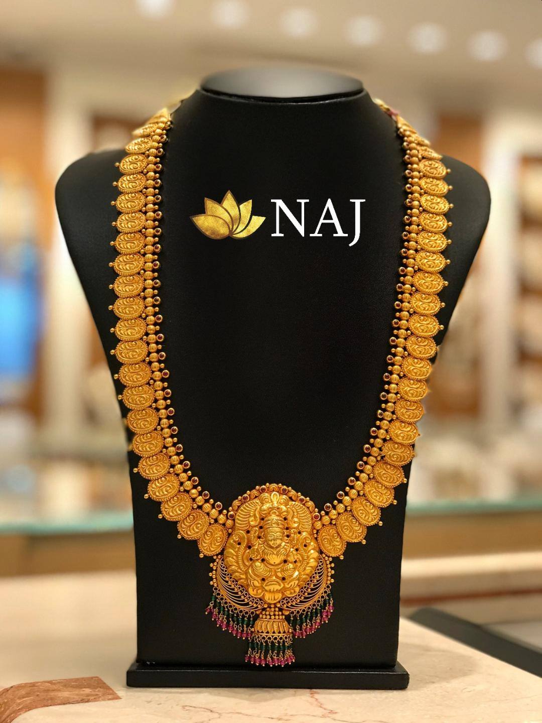 traditional-gold-necklace-designs-12
