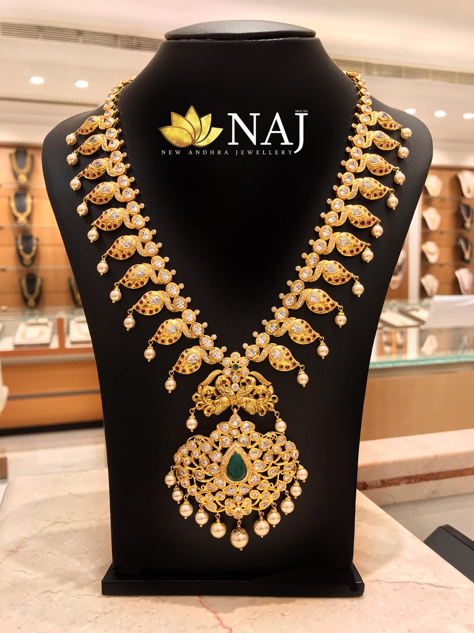 traditional-gold-necklace-designs-13