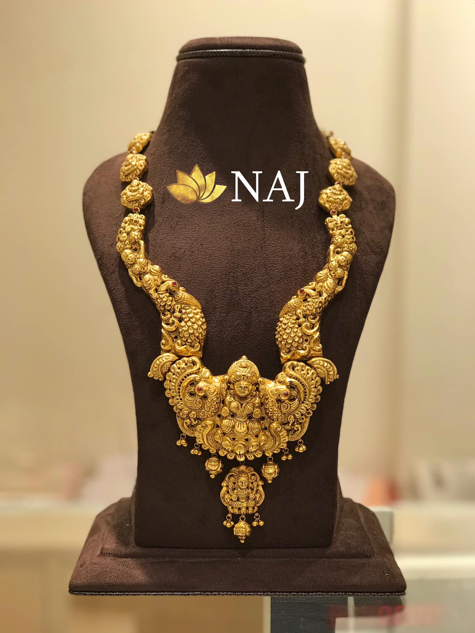 traditional-gold-necklace-designs-20