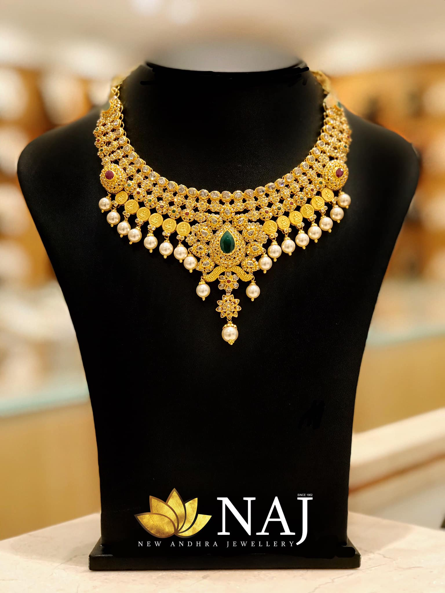 traditional-gold-necklace-designs-5