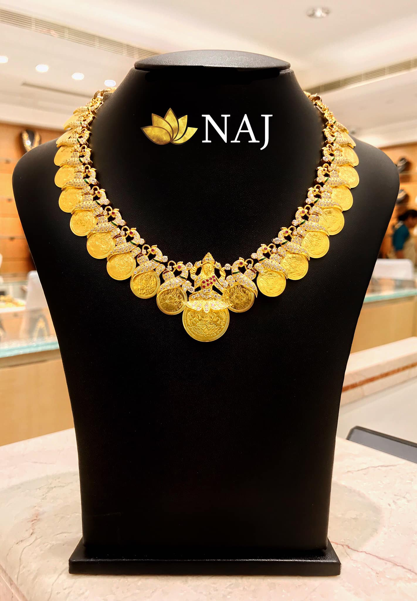 traditional-gold-necklace-designs-7