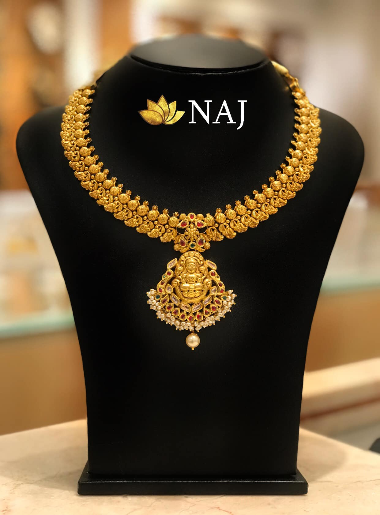 traditional-gold-necklace-designs-9