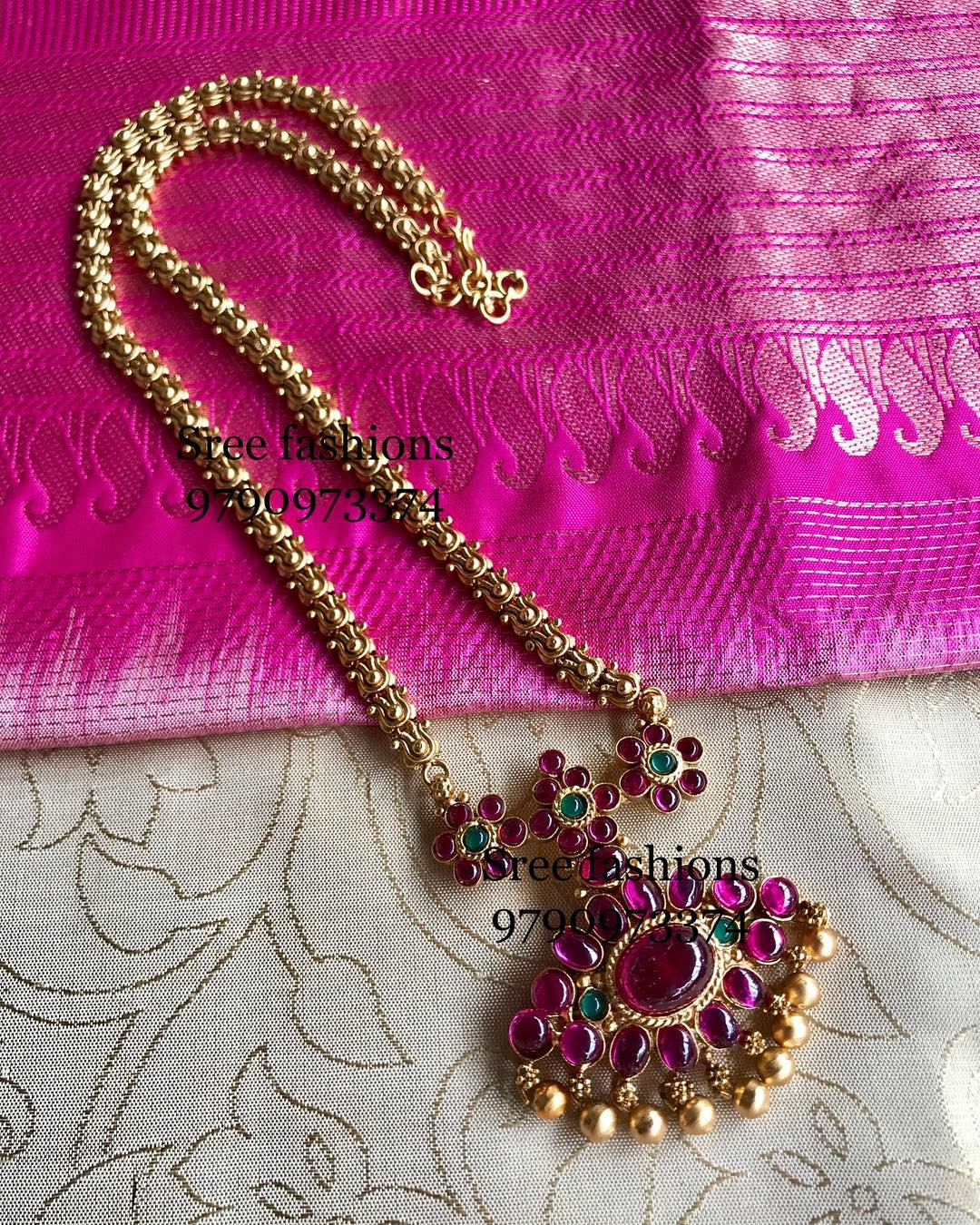gold-plated-jewellery-designs-for-sarees (12)