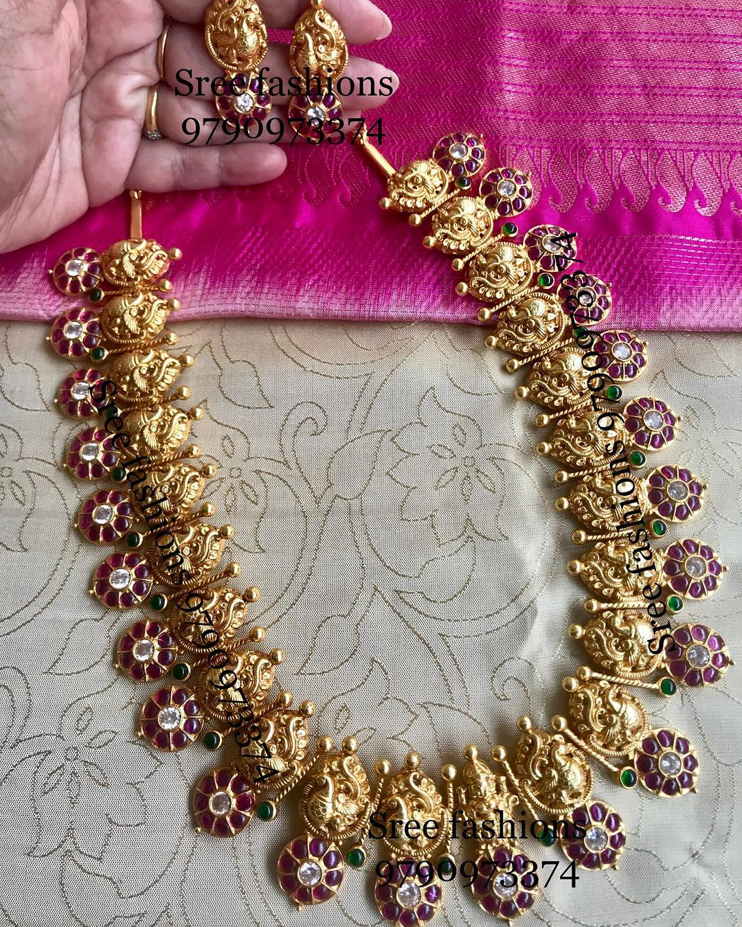 gold-plated-jewellery-designs-for-sarees (14)