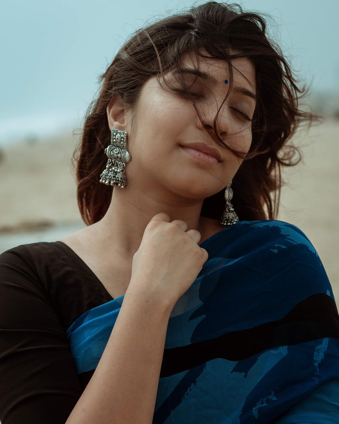 how-to-wear-silver-jewelleries-with-sarees (15)