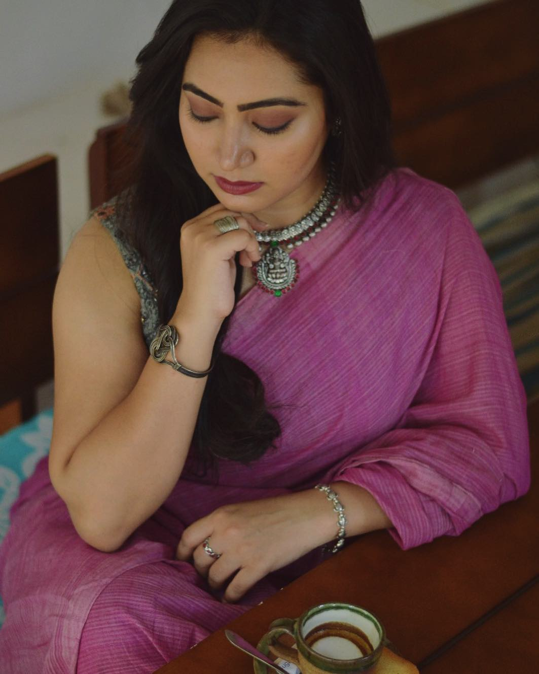 how-to-wear-silver-jewelleries-with-sarees (16)