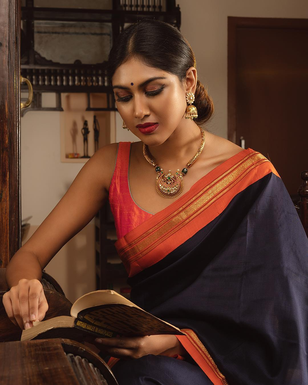 choker-necklace-with-sarees (10)