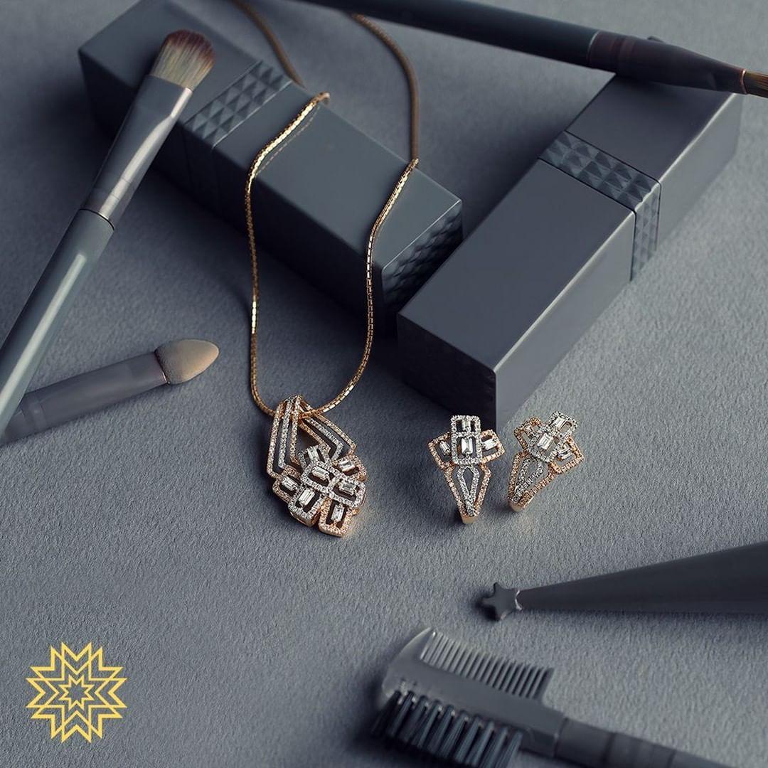 gold-diamond-pendant-sets-designs-2019 (1)