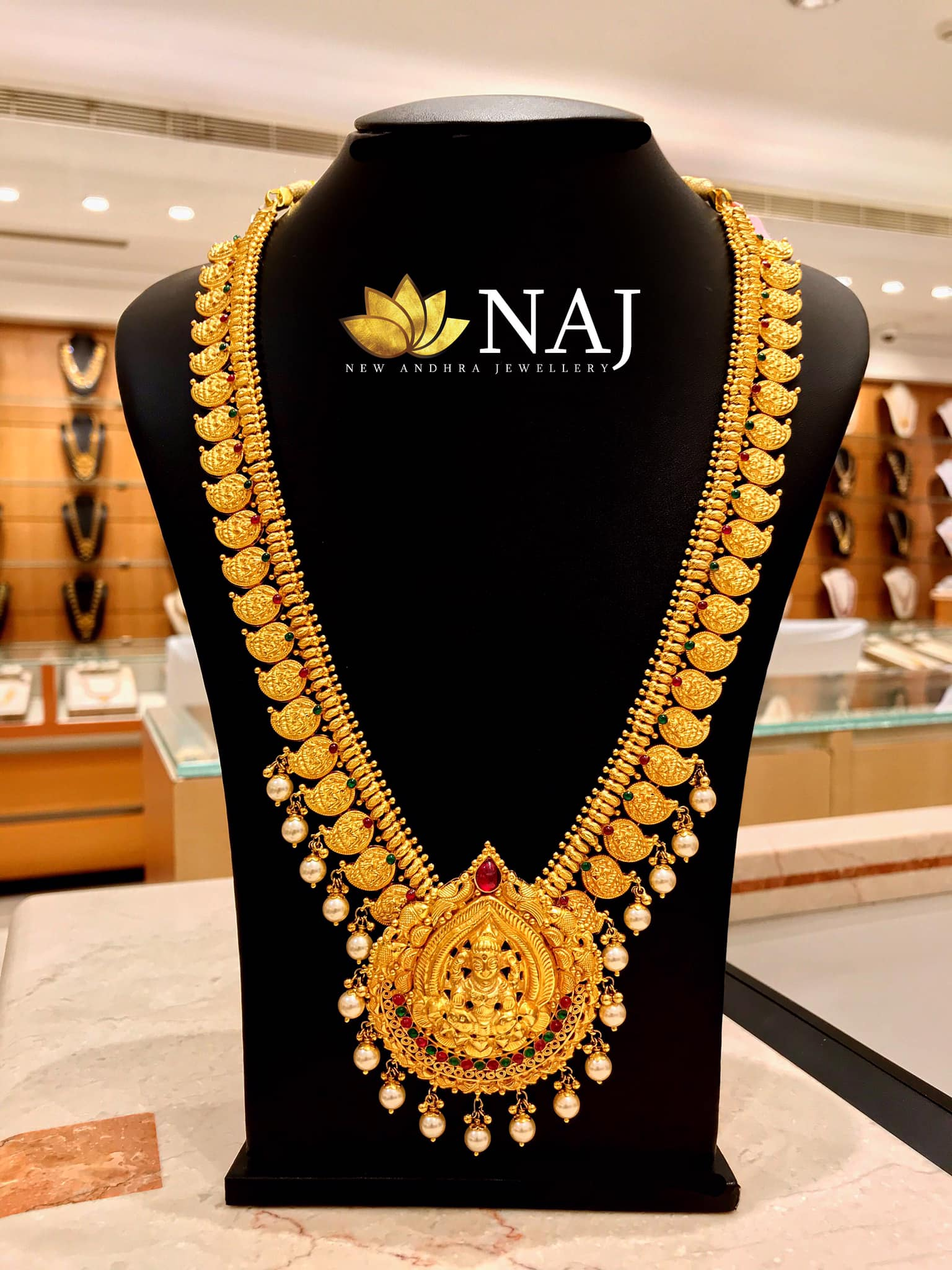 traditional-gold-necklace-designs-14