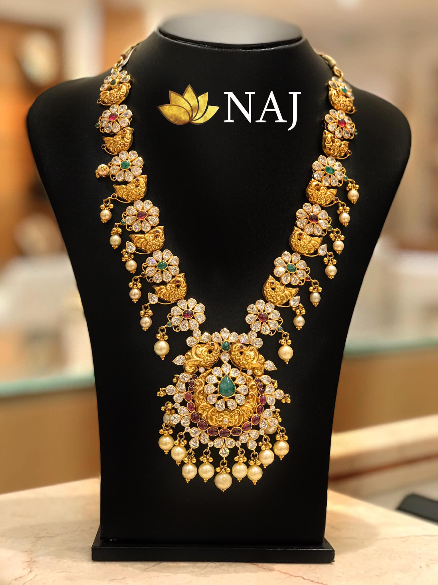 traditional-gold-necklace-designs-15