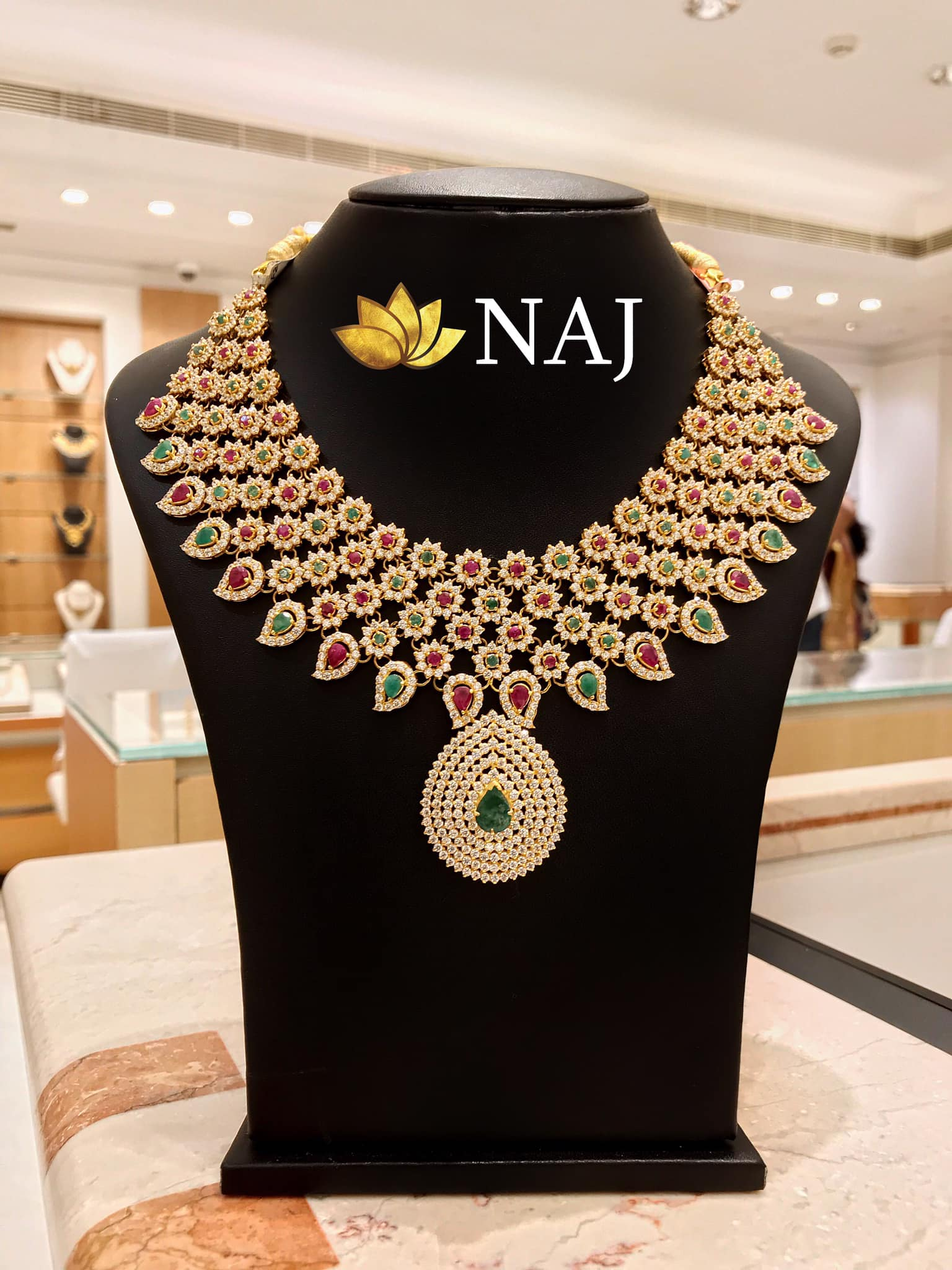 traditional-gold-necklace-designs-18