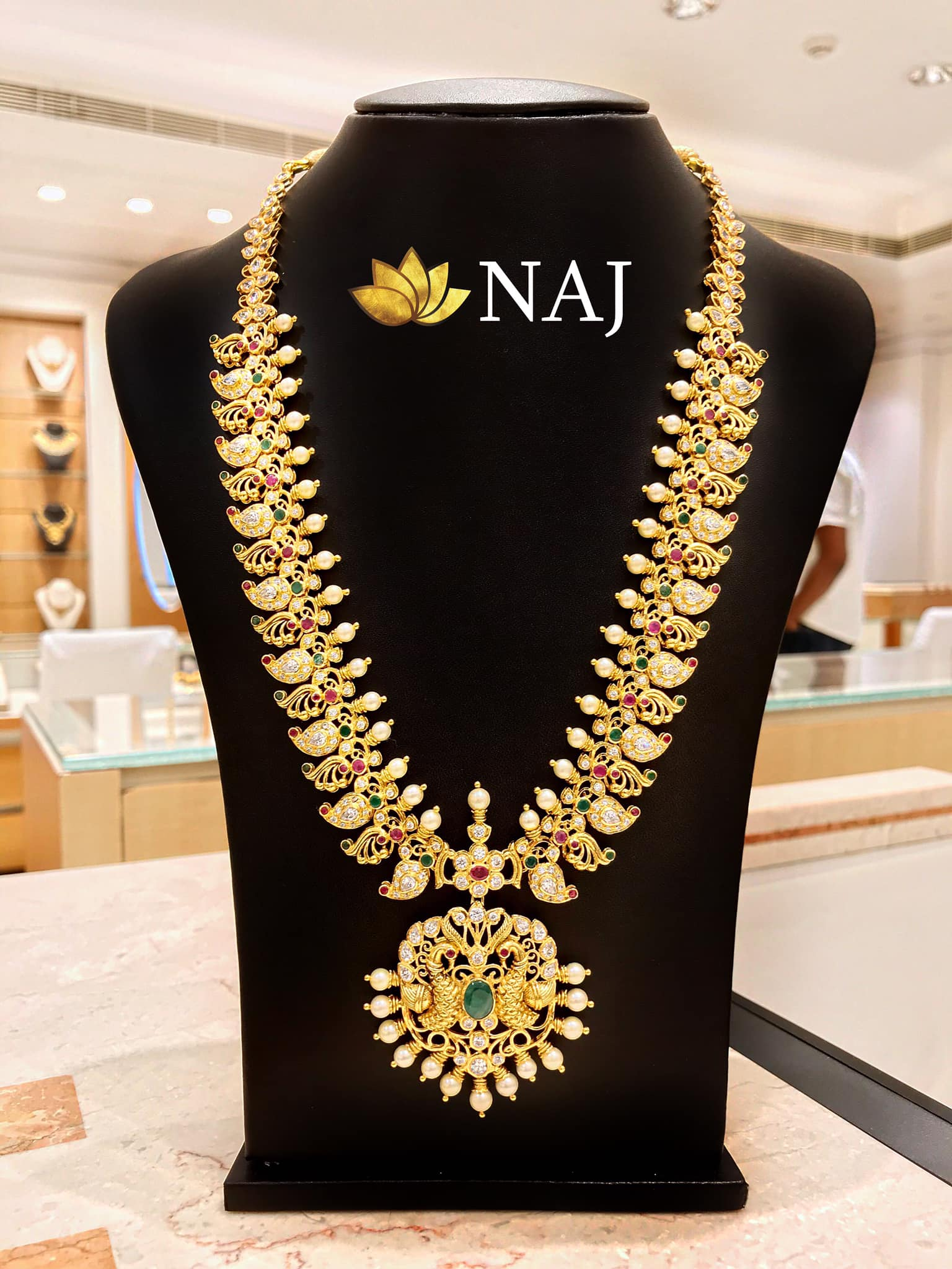 traditional-gold-necklace-designs-19