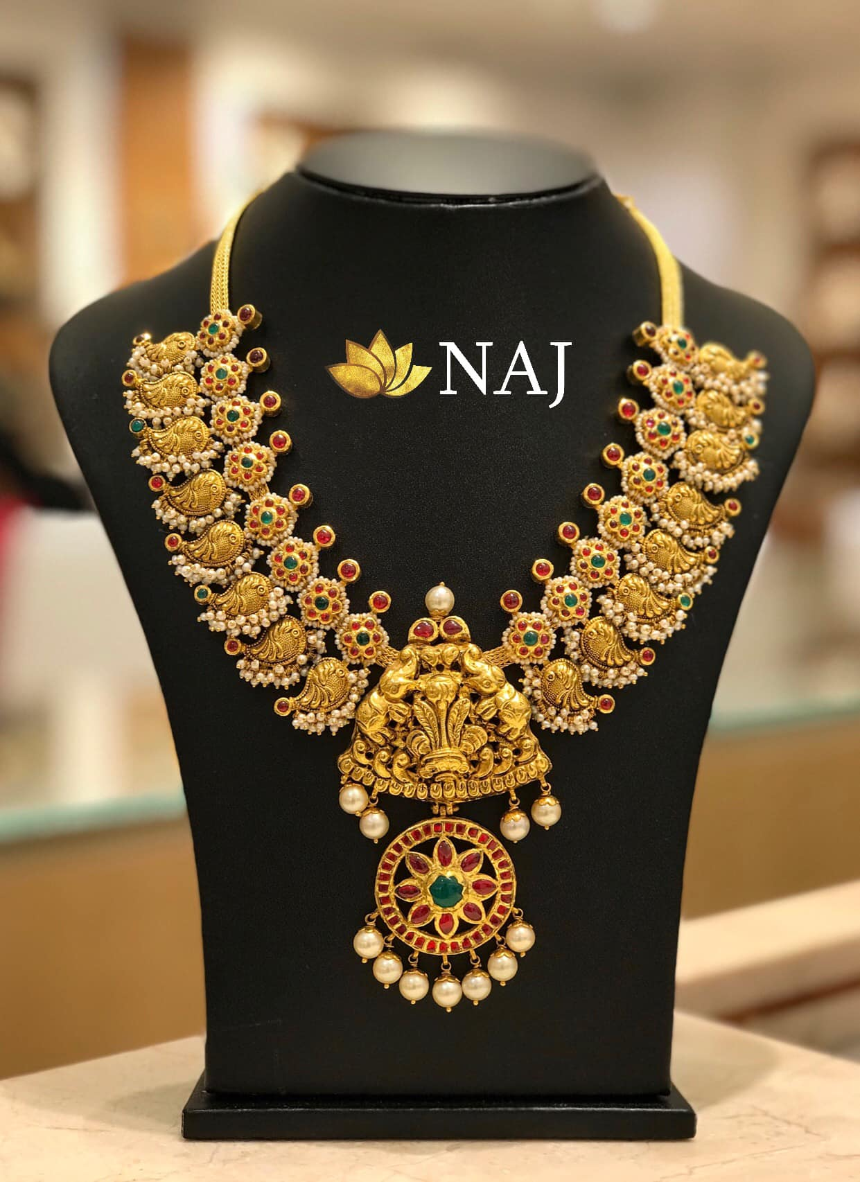 traditional-gold-necklace-designs-3