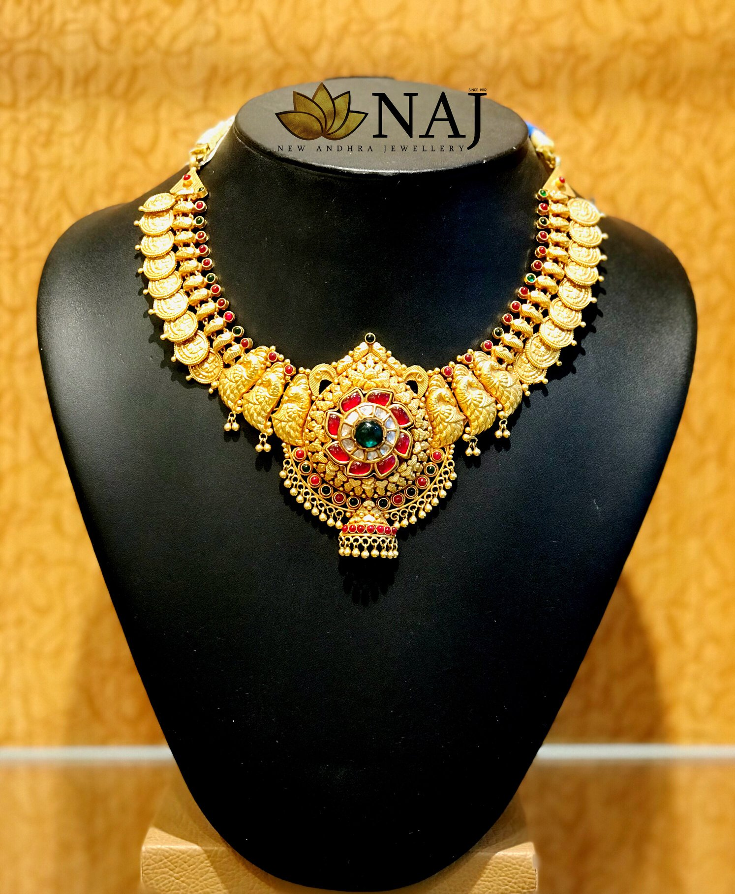 traditional-gold-necklace-designs-6