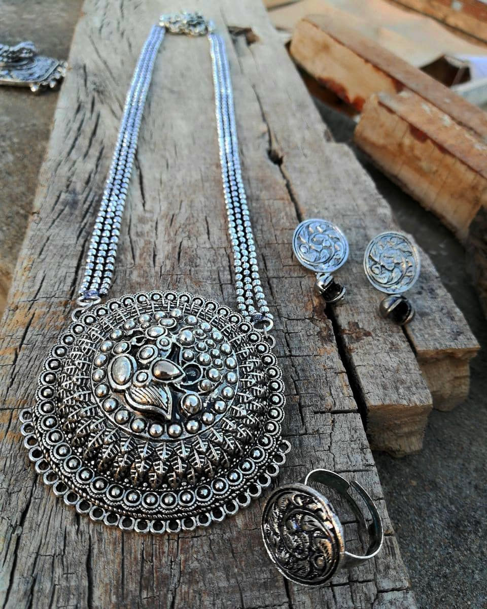silver-necklace-designs-14