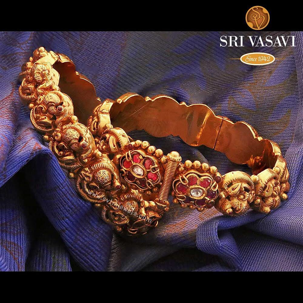 gold-antique-bangles-designs-12
