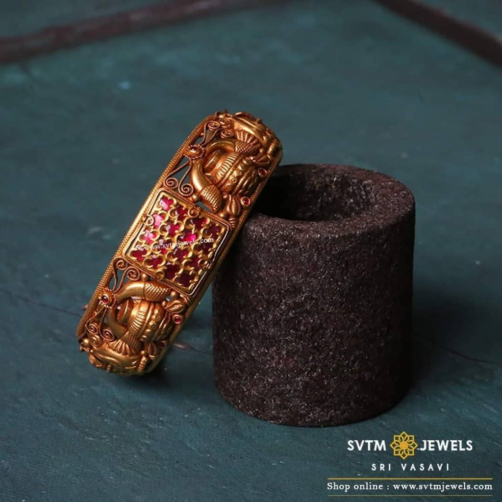 gold-antique-bangles-designs-7