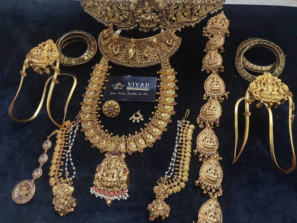 south-indian-bridal-jewellery-set-online-2