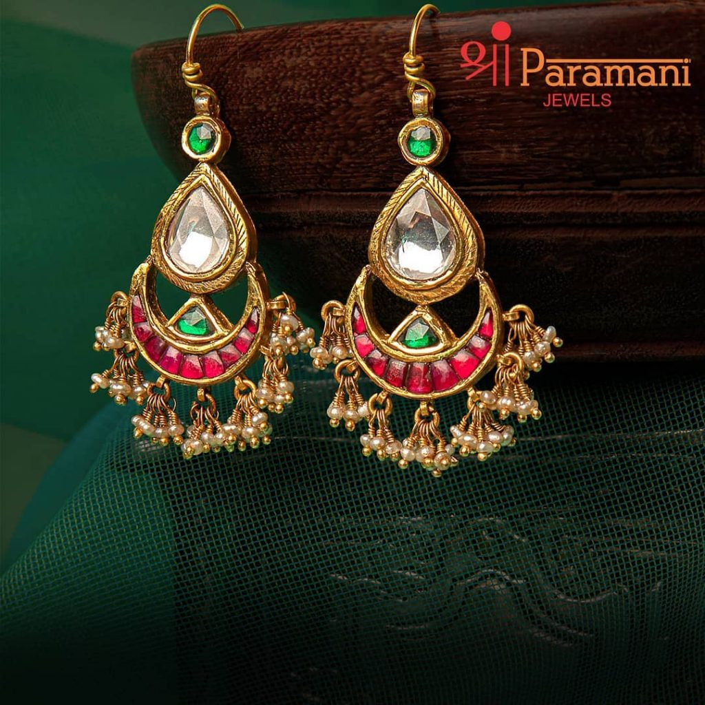trendy-earrings-for-saree