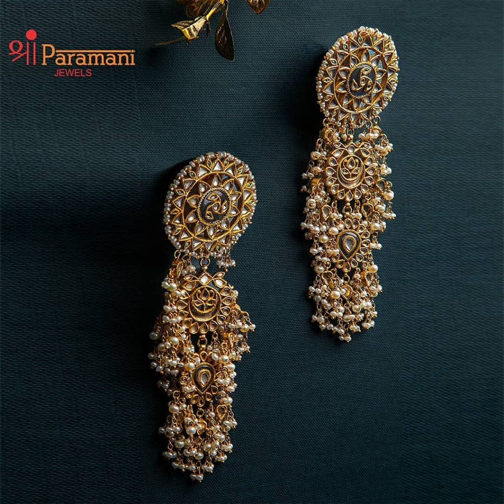 trendy-earrings-for-saree-16