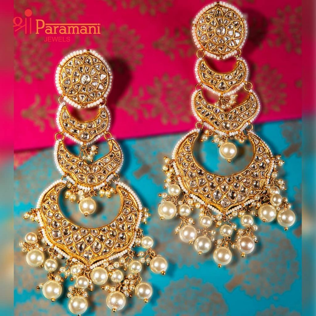 trendy-earrings-for-saree-18