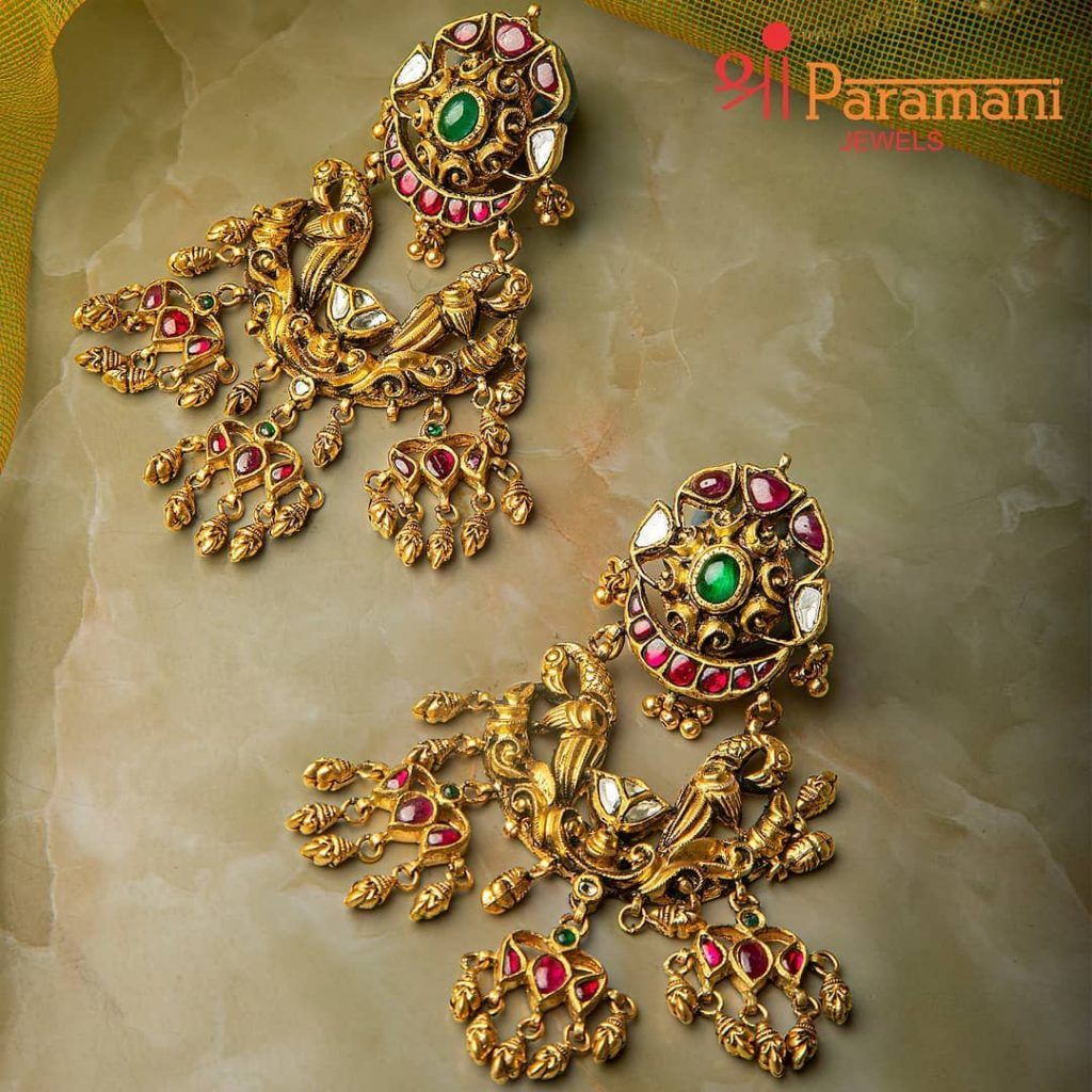 trendy-earrings-for-saree-5