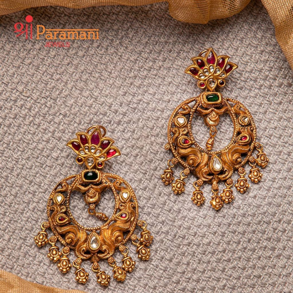 trendy-earrings-for-saree-7