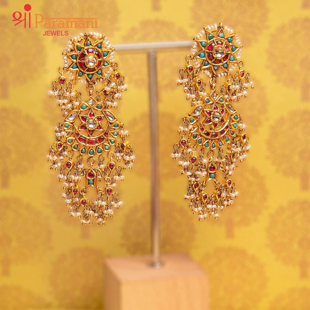 trendy-earrings-for-saree-8