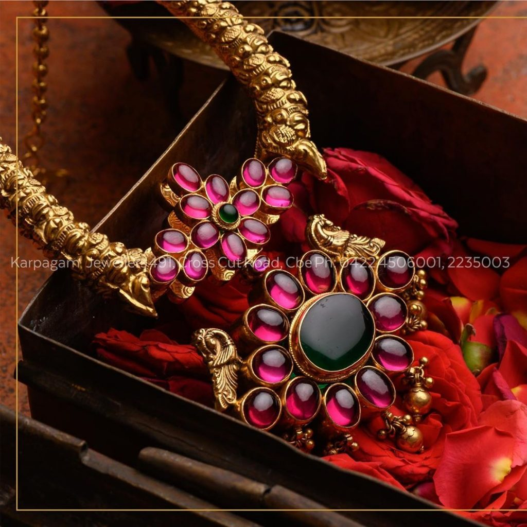 antique-gold-jewellery-design-images-12