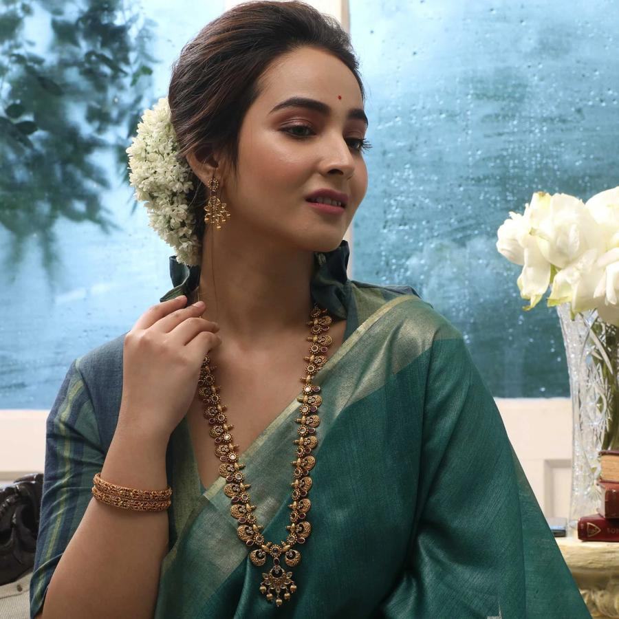 long-necklace-for-saree-17