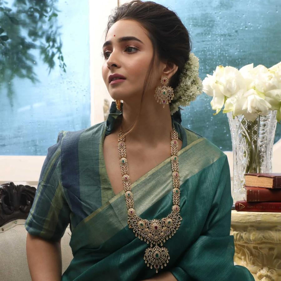 long-necklace-for-saree-18