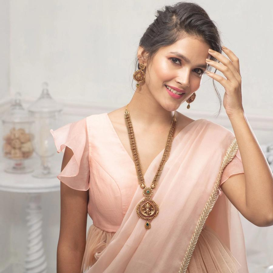 long-necklace-for-saree-24