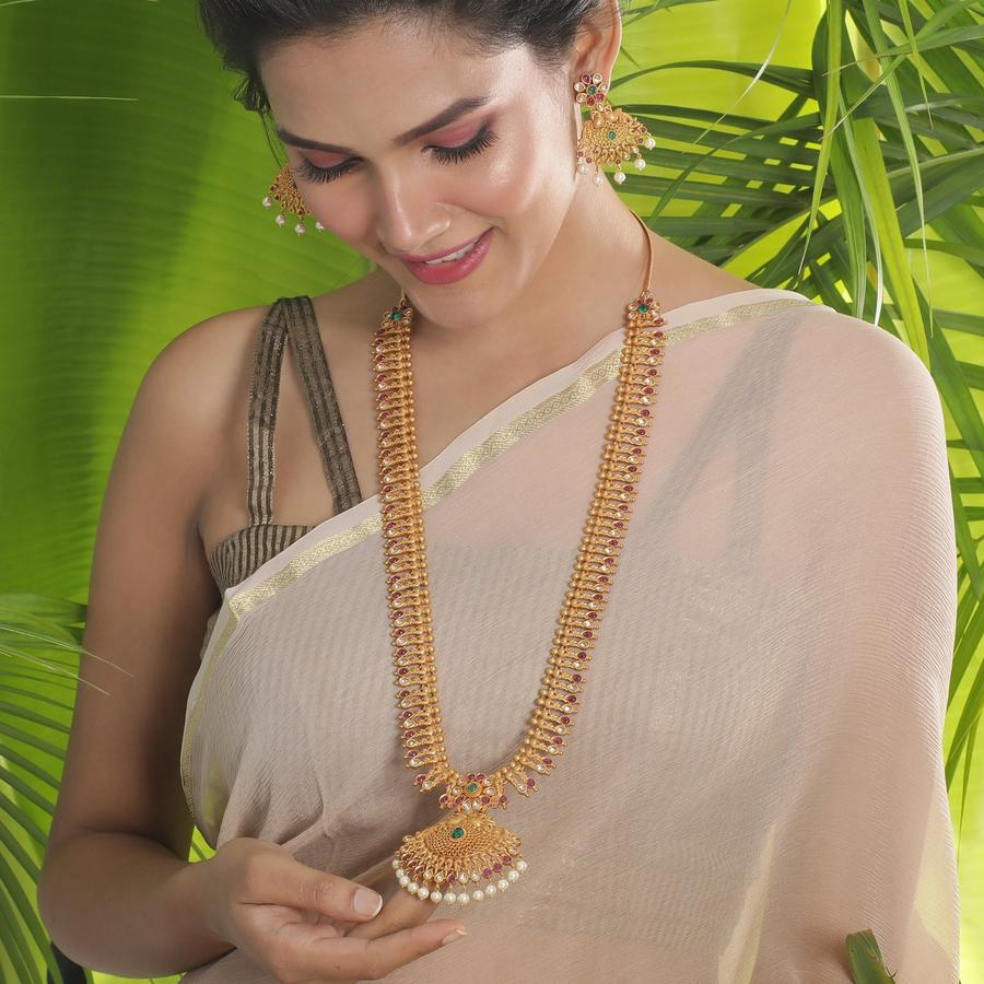 long-necklace-for-saree-7
