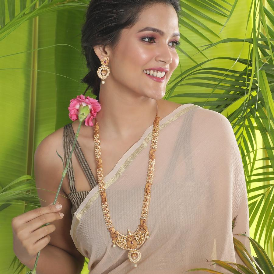 long-necklace-for-saree-8