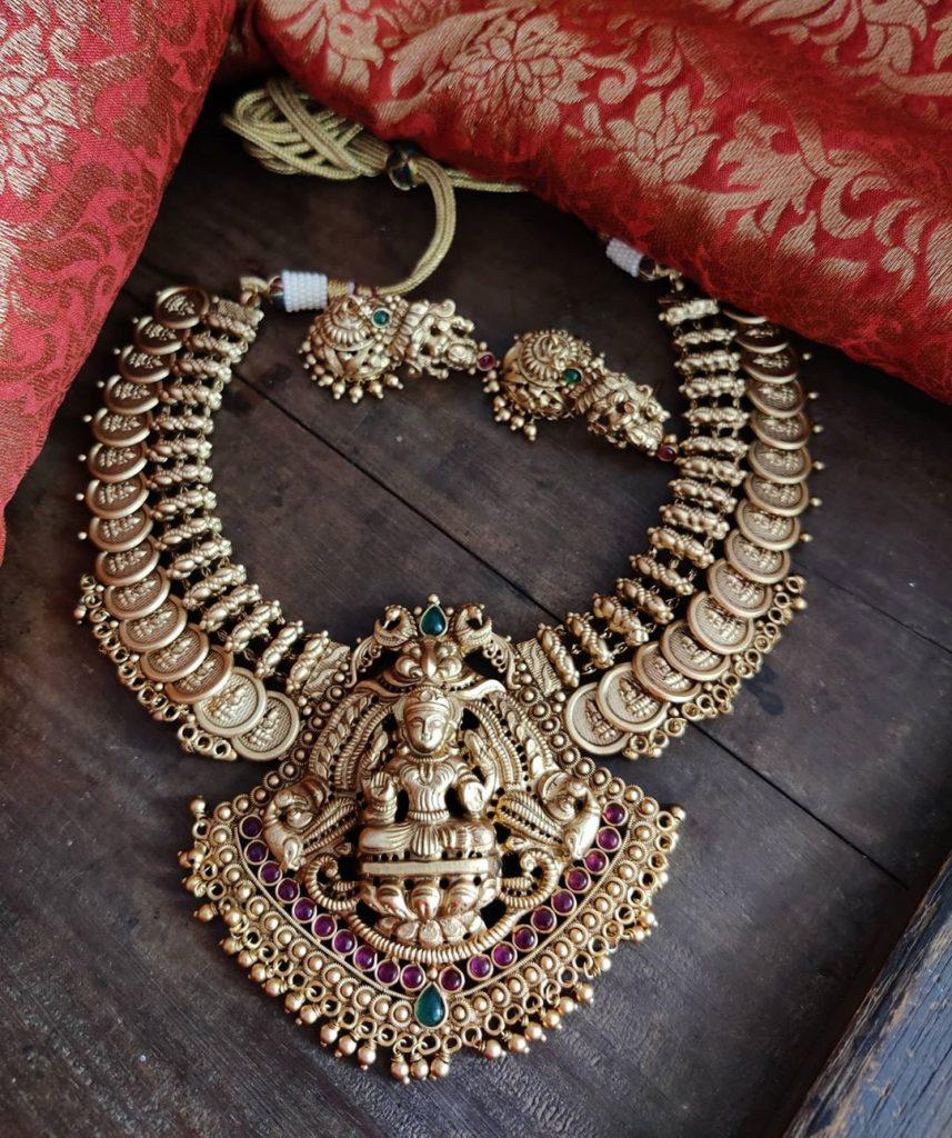 antique-jewellery-set-for-wedding-8