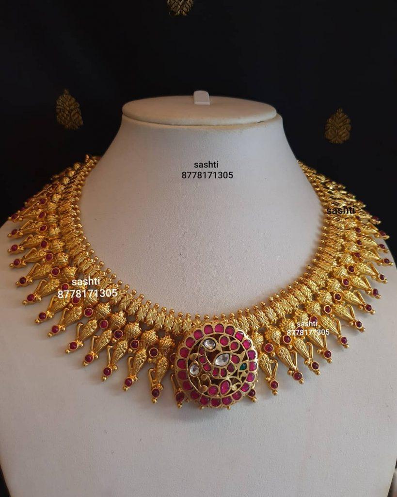 antique-necklace-set-10